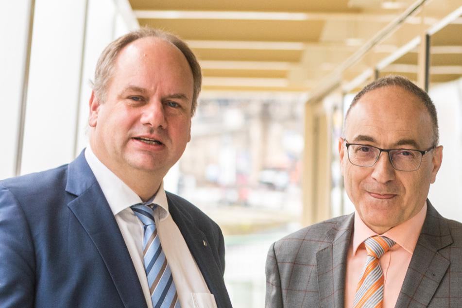Freuen sich auf den Striezelmarkt am Terrassenufer: OB Dirk Hilbert (48, FDP) und der neue Chef der Weißen Flotte, Robert Straubhaar (59).