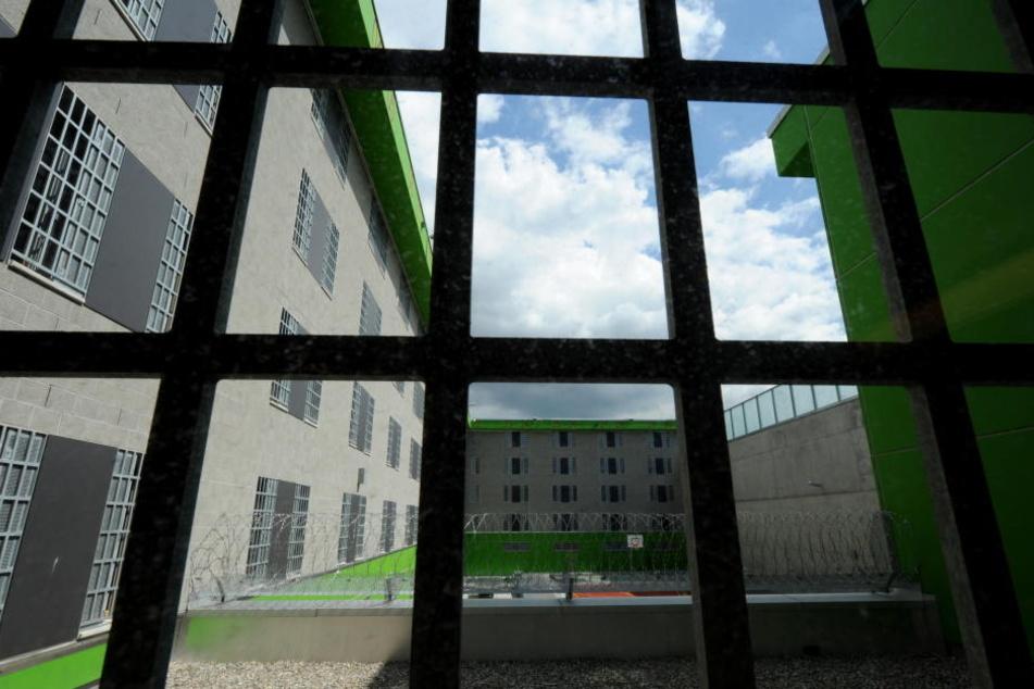 18 Insassen mussten in anderen Bereiche der JVA in Preungesheim untergebracht werden.