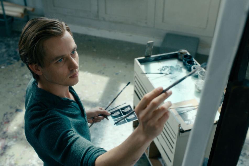Tom Schilling spielt im Film den jungen Künstler Kurt Barnert.