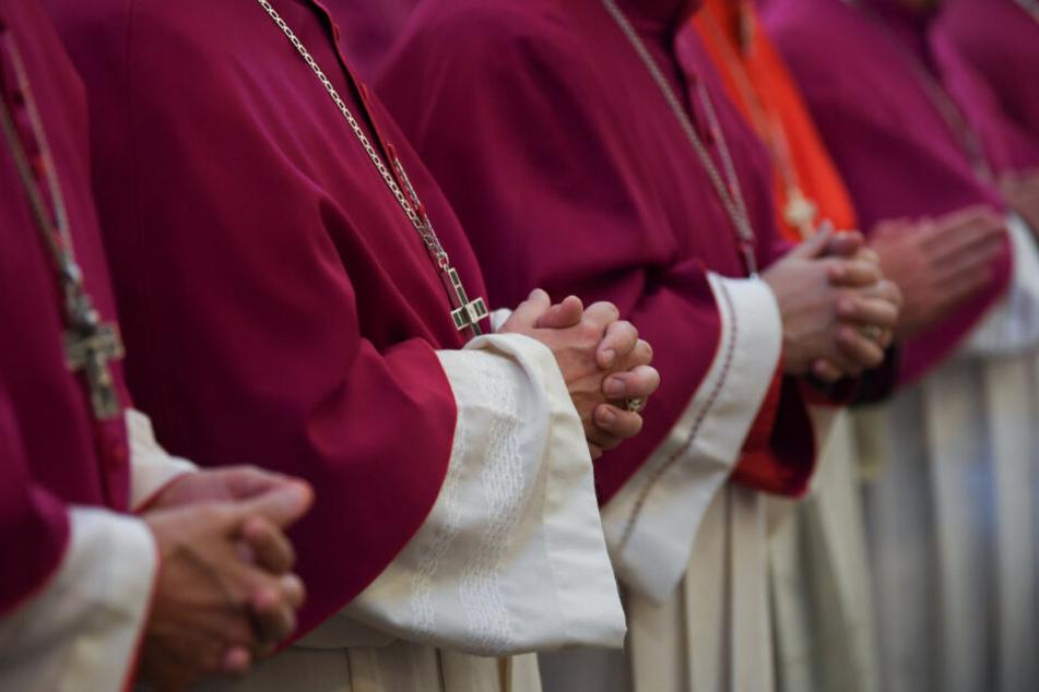 Unverheiratet und männlich: Auch im 21. Jahrhundert noch der einzige Weg, um katholischer Würdenträger zu werden.