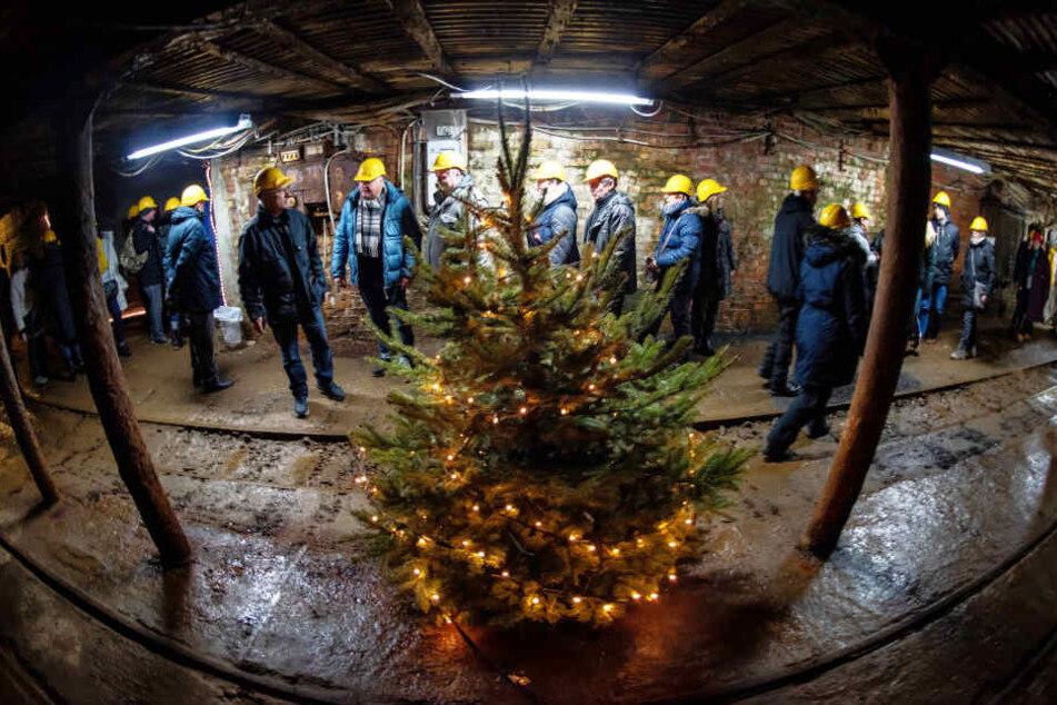 Auch auf den Führungen durch das alte Bergwerk ging es weihnachtlich zu.