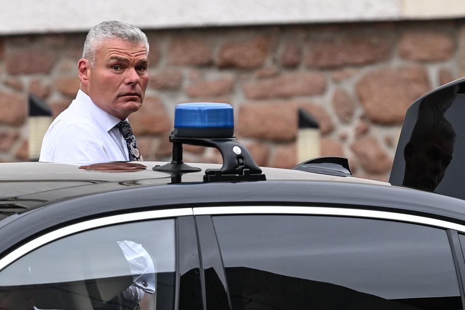Sachsen-Anhalts Innenminister steht aktuell unter Druck, nachdem er am Wochenende gesagt haben soll, dass die Einsatzstunden zum Schutz jüdischer Einrichtungen an anderer Stelle fehlen würden. Von mehreren Seiten hagelte es seitdem Rücktrittsforderungen.