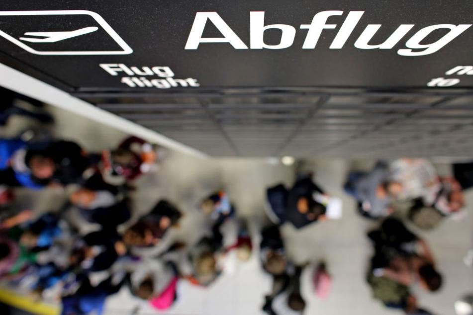 Es war bereits der elfte Abschiebeflug von Leipzig nach Tunesien.