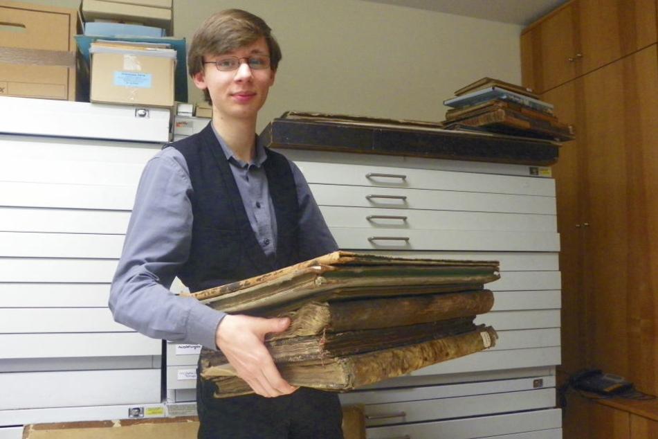 Thomas Freitag startete im Oktober sein Freiwilliges Soziales Jahr im Stadtarchiv Mühlhausen.