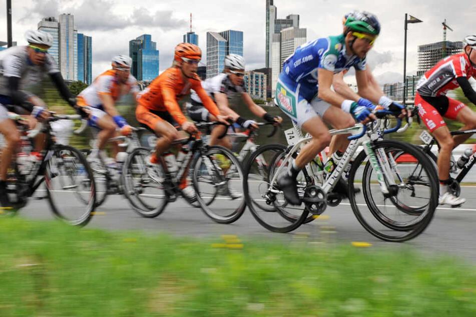 Beim Radklassiker am 1. Mai haben die Fahrräder in und um Frankfurt Vorfahrt (Fotomontage).