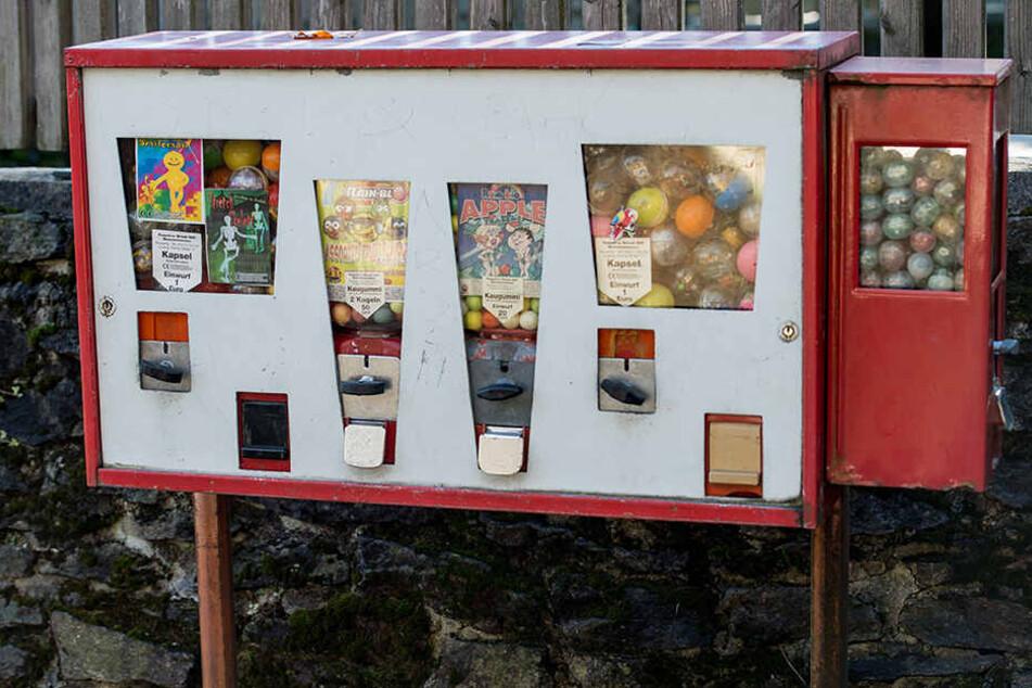 Kaugummi-Automaten sind seit einiger Zeit nur mehr Relikt vergangener Zeiten - nun scheinen die ein oder anderen Automaten eine neue Verwendung zu finden.