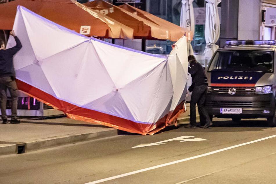 In Salzburg ist es vor einem Lokal zu einem schrecklichen Zwischenfall gekommen.