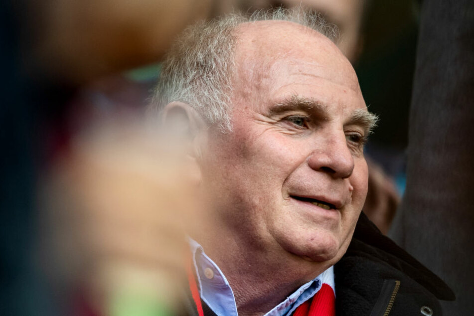 Uli Hoeneß hatte einen Umbruch für die Mannschaft des Fc Bayern München angekündigt.