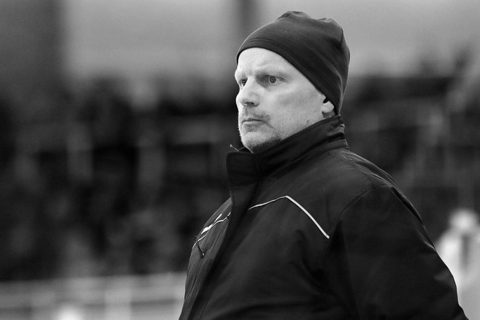 Toni Krinner beim Spiel am 17. Februar bei den Lausitzer Füchsen. Am Donnerstag verstarb der Trainer im Alter von 49 Jahren.