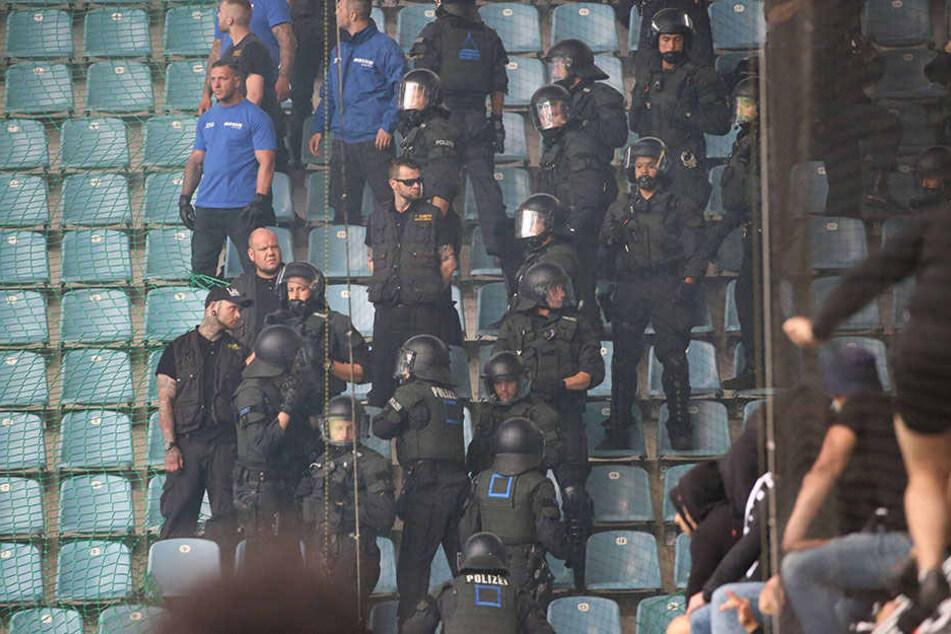 Beim Spiel gegen den FC Magdeburg sorgten Eintracht-Anhänger für eine Spielunterbrechung.
