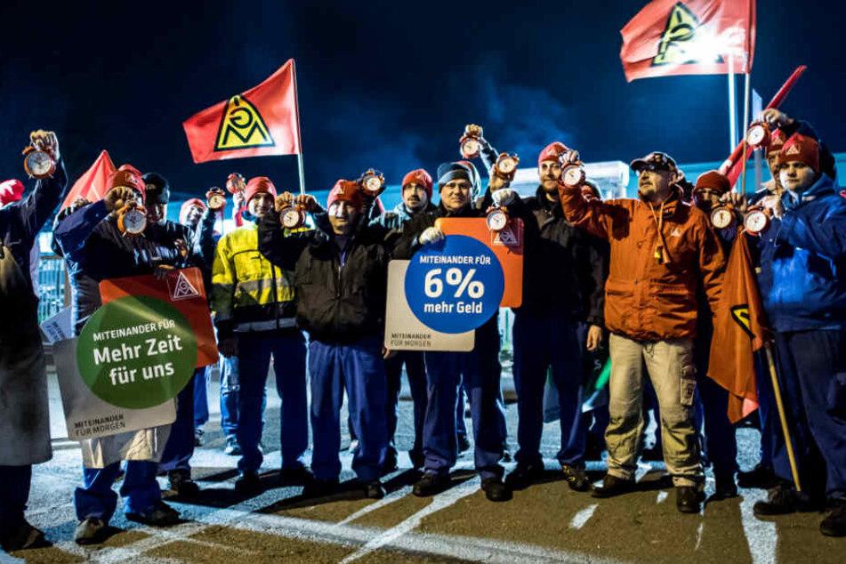 In Iserlohn streikten rund 100 Arbeiter eines Betriebs.