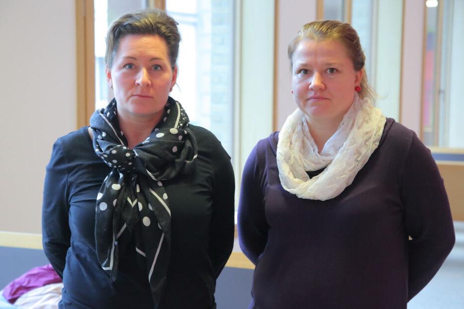 Karin S. (39, l.) und Franziska S. (39) stoppten die Autofahrerin auf dem Radweg.