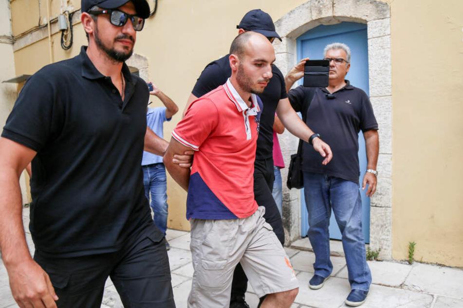 Die Polizei brachte Yiannis Paraskakis (27) gestern zur Staatsanwaltschaft in Chania.
