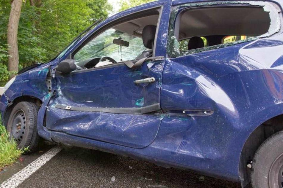 Die fünf Pkw-Insassen wurden verletzt
