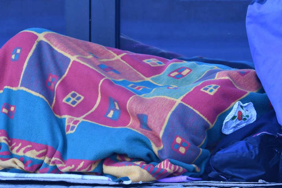 Das Opfer hatte im Bahnhof Ohlsdorf geschlafen. (Symbolbild)