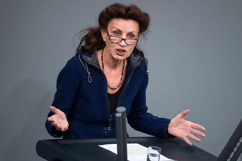Ulla Jelpke (66, Die Linke) sprach von einer überschaubaren Zahl und forderte, den Familiennachzug nicht weiter einzuschränken.