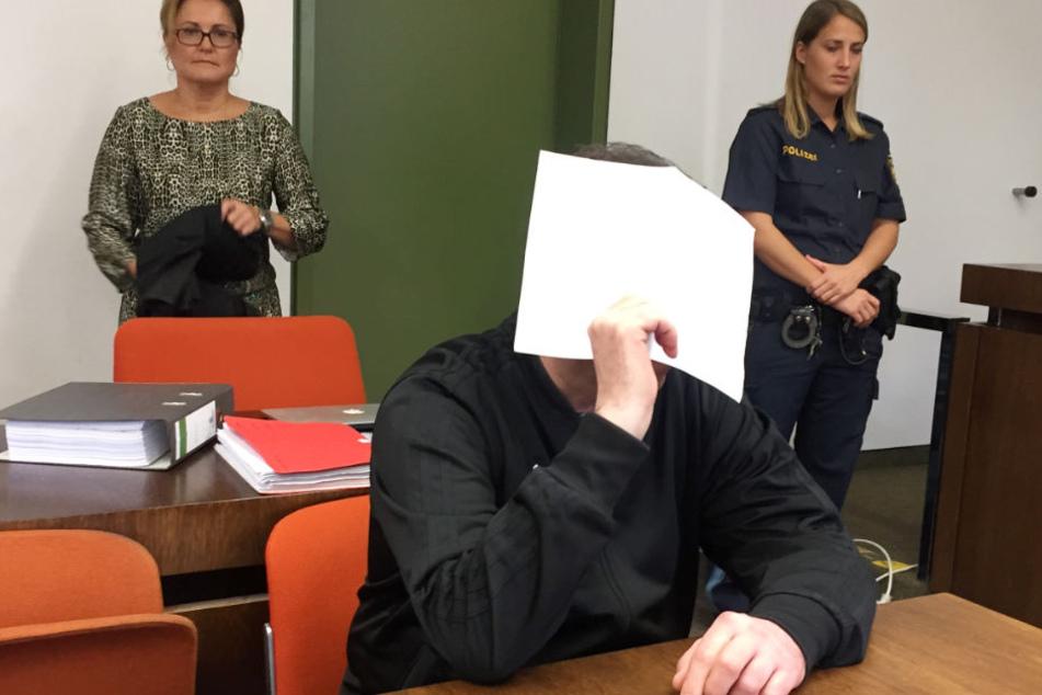 Der Angeklagte gestand seine Tat.
