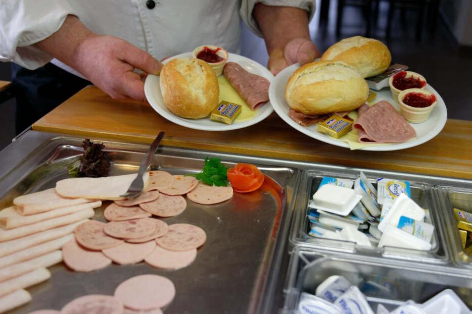 Durch die kleineren Teller soll der Gast nur die wirklich benötigte Menge vom Frühstücksbuffet holen.