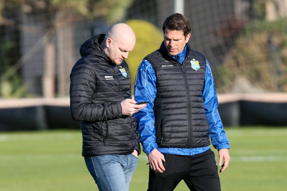Sportdirektor Armin Causevic (l.) und Trainer Patrick Glöckner müssen sich gedulden. Das Geld ist knapp, und der DFB wacht über alle Transfers.