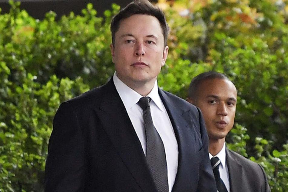 SpaceX-Gründer und Tesla-Chef Elon Musk (Li.).
