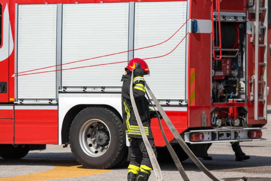 Gleich in zwei Häusern in Plauen wurde offenbar Feuer gelegt. (Symbolbild)