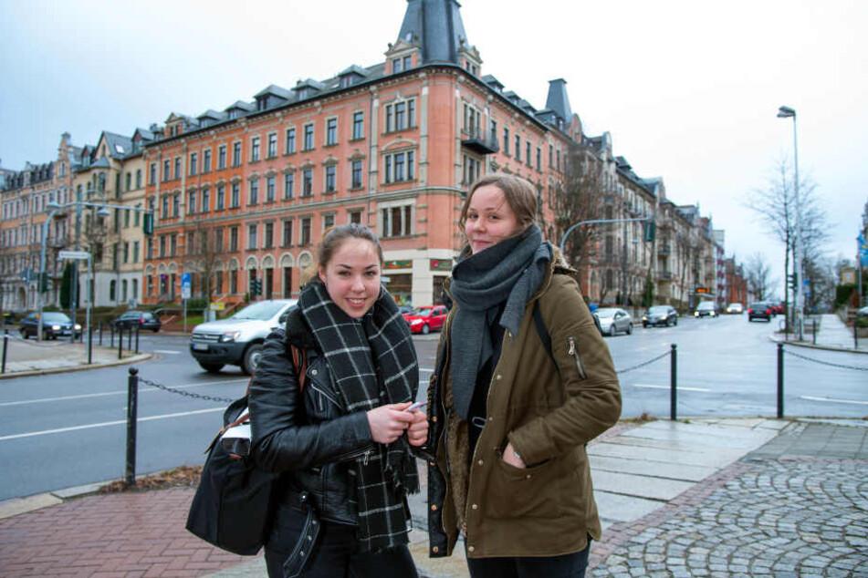 Vor allem junge Leute zieht es ins Chemnitzer Zentrum, so wie Eileen (19) und Jule (21, v.l.) , die auf dem Kaßberg leben.