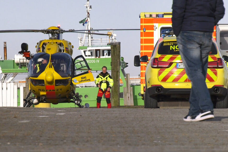 Enkel sprang hinterher: Rentner stürzt in Hafenbecken und stirbt