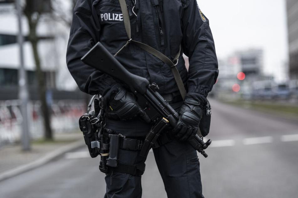 Menschen sollen sich bald bei einem Polizeibeauftragten über Fehlverhalten von Polizisten beschweren können. (Symbolbild)