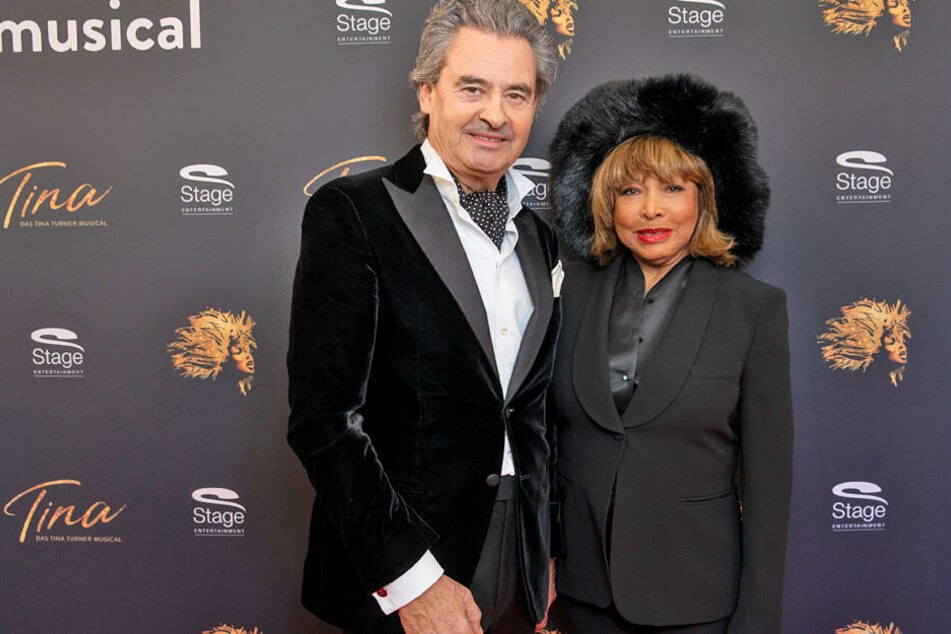 Tina Turner (79) kam mit ihrem Mann Erwin Bach zur großen Premiere ins Stage Operettenhaus.