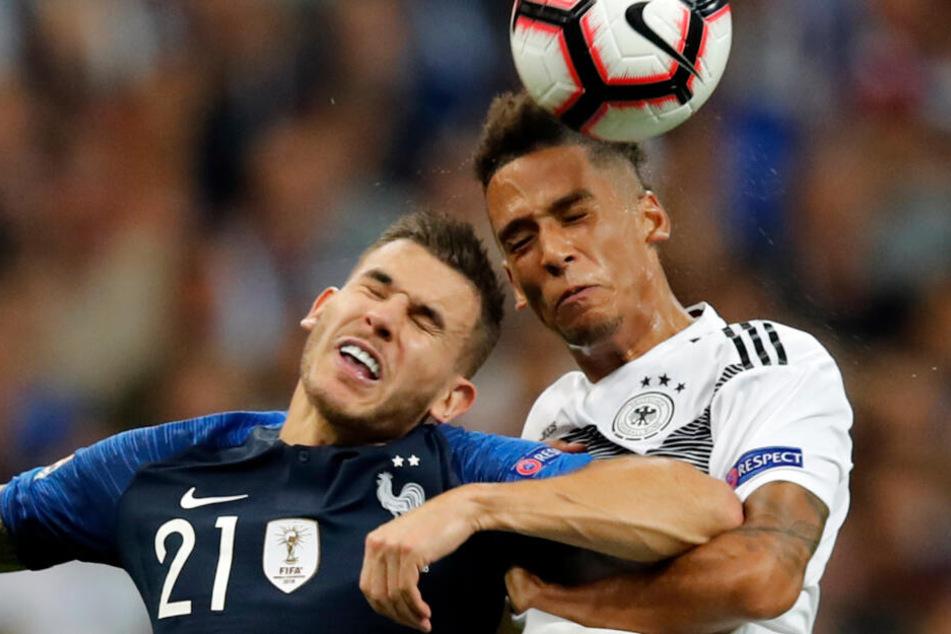 Lucas Hernandez (l) im Kopfballduell mit Thilo Kehrer. Das Duell zwischen Deutschland und Frankreich ist ein absoluter Klassiker.