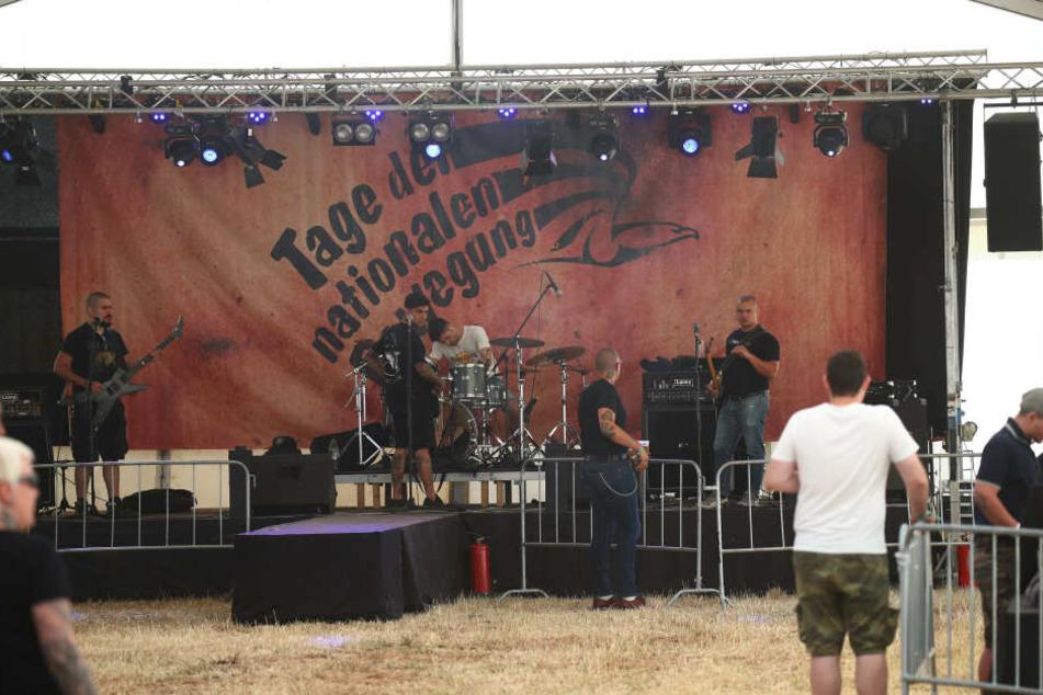 Polizei bricht Auftritte bei Rechtsrock-Konzert ab