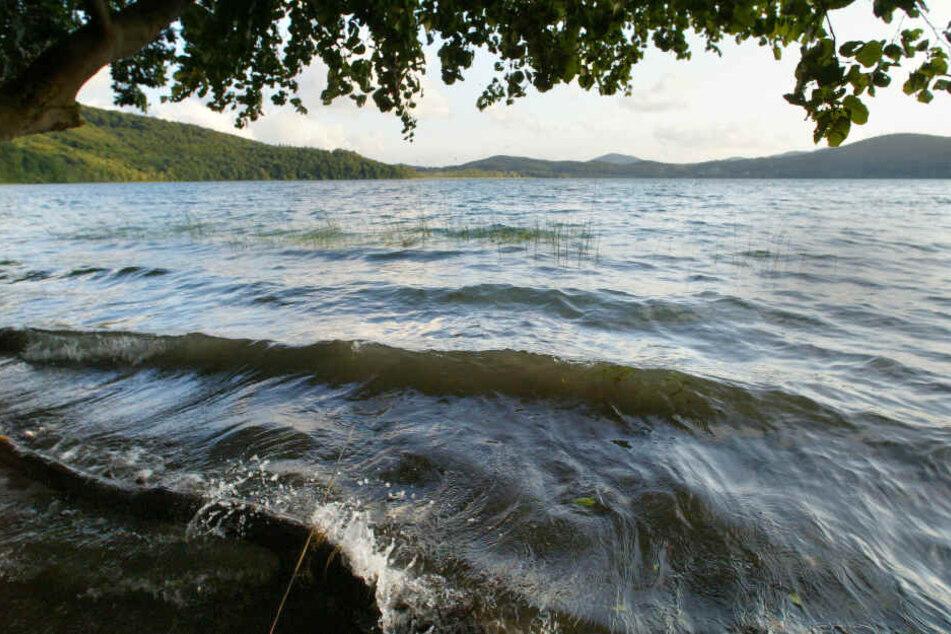 Der Laacher See ist das größte stehende Gewässer in Rheinland-Pfalz.