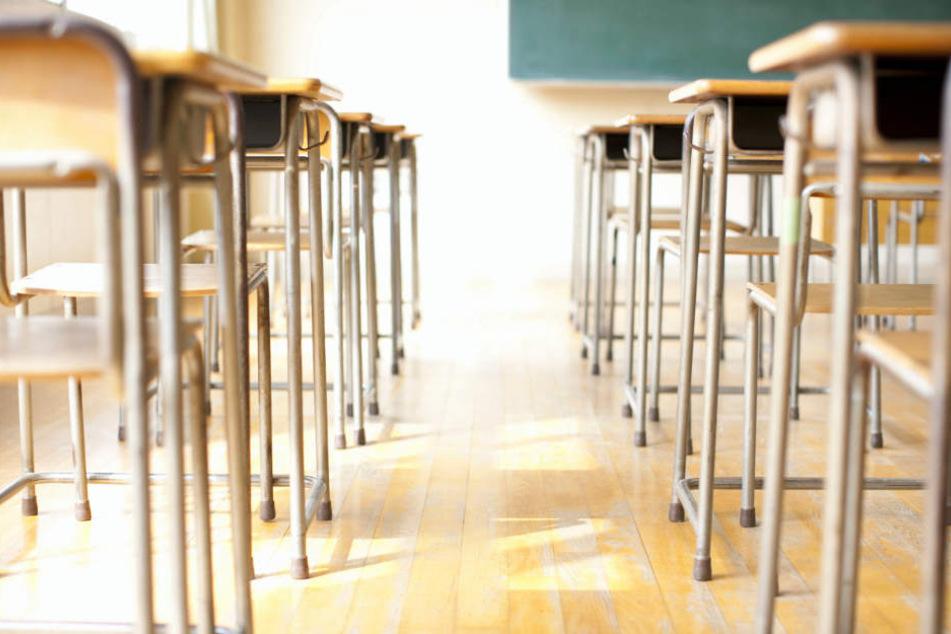 Neuntklässler droht damit, Schüler und Lehrer umzubringen