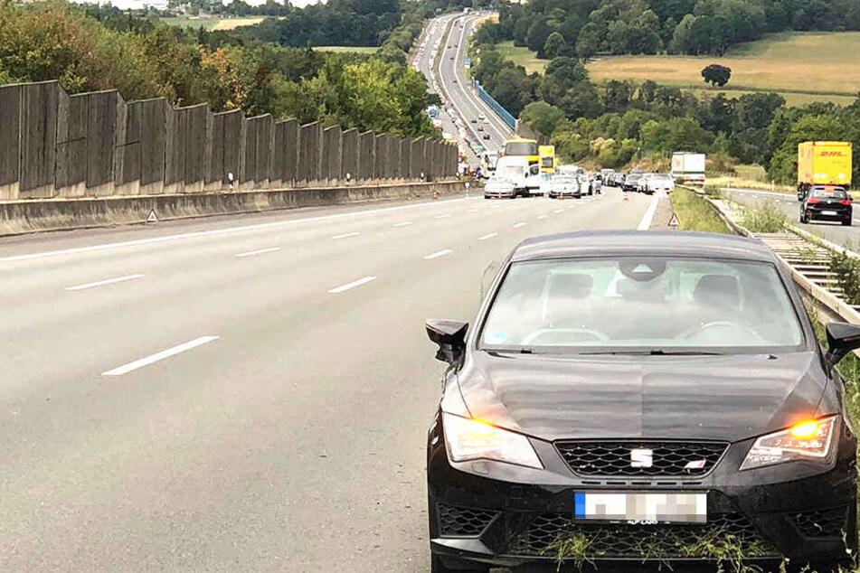 Unfall auf A72: Fahrstreifen blockiert, Staugefahr!