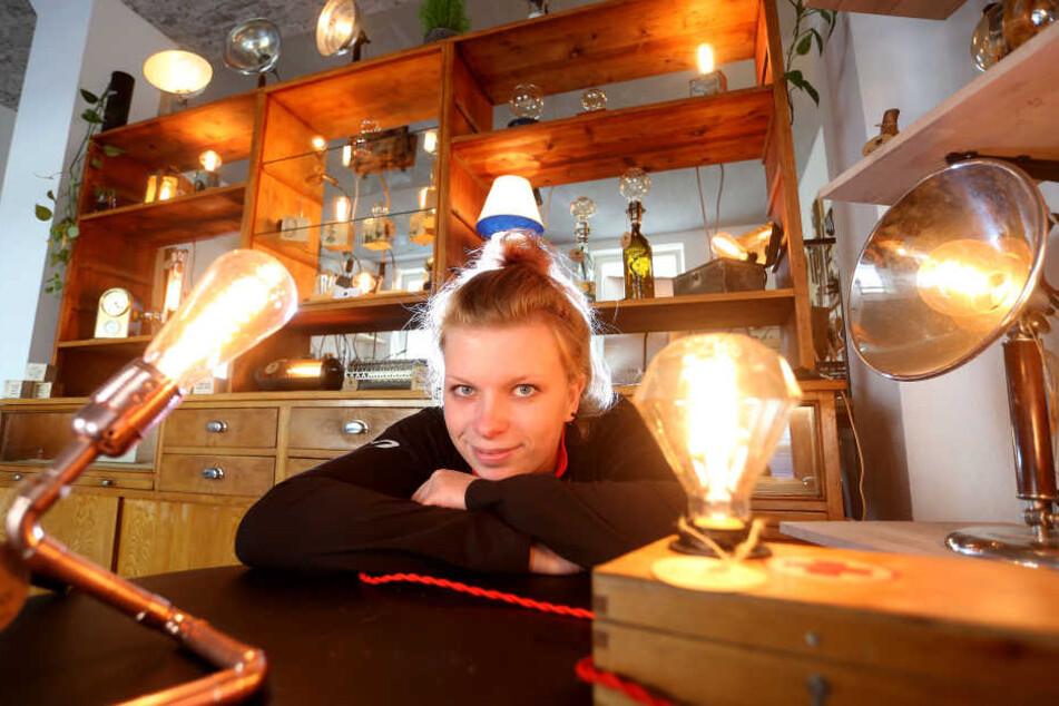 Ein helles Licht in dunkler Nacht: Designerin Franziska Dörner (23) hat in der Theaterstraße in Chemnitz nun ihren eigenen Laden.