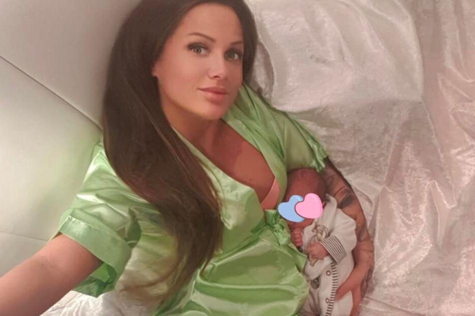 Der Instagram-Screenshot zeigt Schwesta Ewa zusammen mit ihrem Baby.