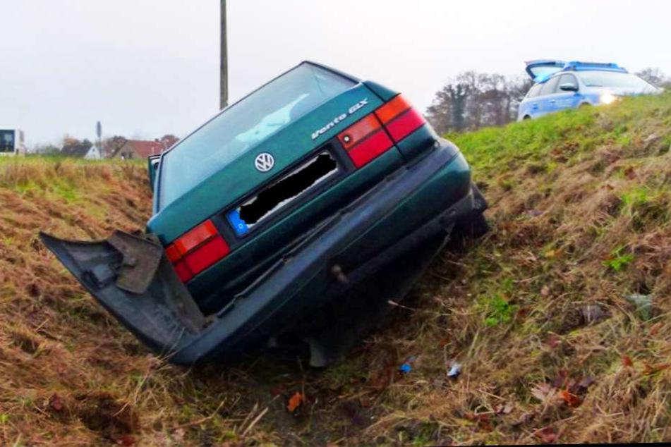 Erst im Graben blieb der VW Vento stehen.