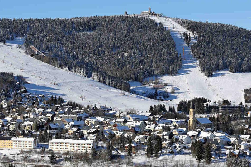 Das Dach Sachsens, wie es Skifahrer lieben: Die Wintersaison auf dem  Fichtelberg ist super gelaufen. Dem Schnee sei Dank.