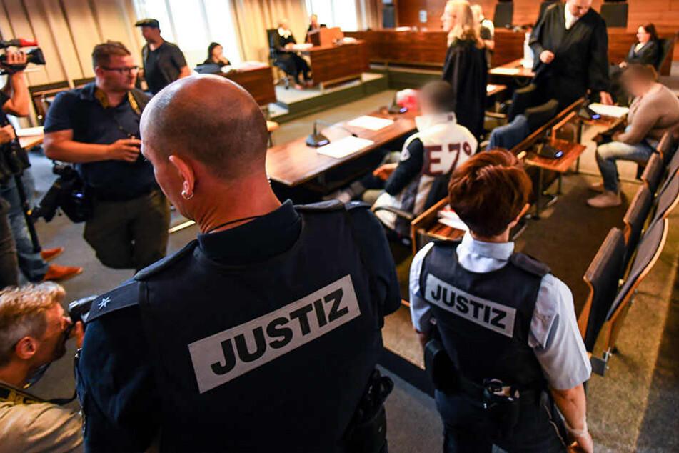 Im Fall des schwer missbrauchten und an andere Männer verkauften Jungen aus Staufen stehen die Mutter des Kindes und ihr Lebensgefährte vor Gericht.