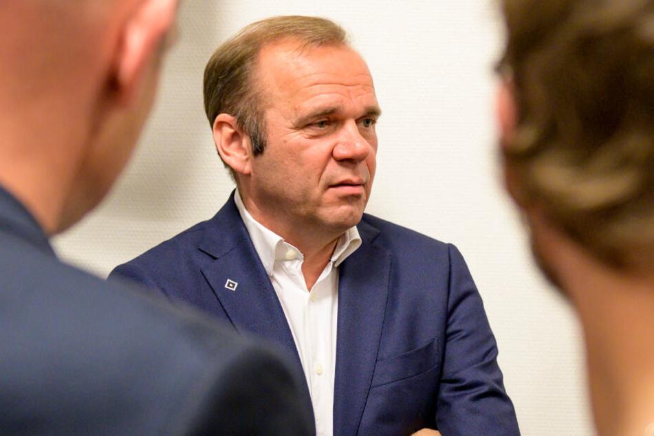 Der HSV-Boss stand den Journalisten Rede und Antwort.