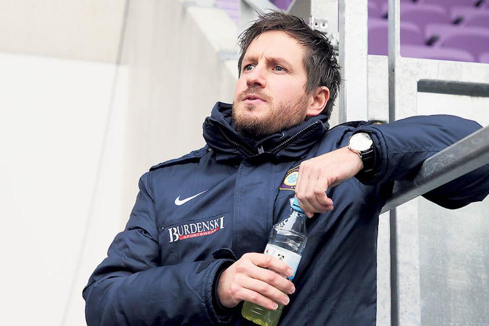 Ein ratloser Hannes Drews: Wieder hat seine Mannschaft gut gespielt, aber entscheidend gepatzt.