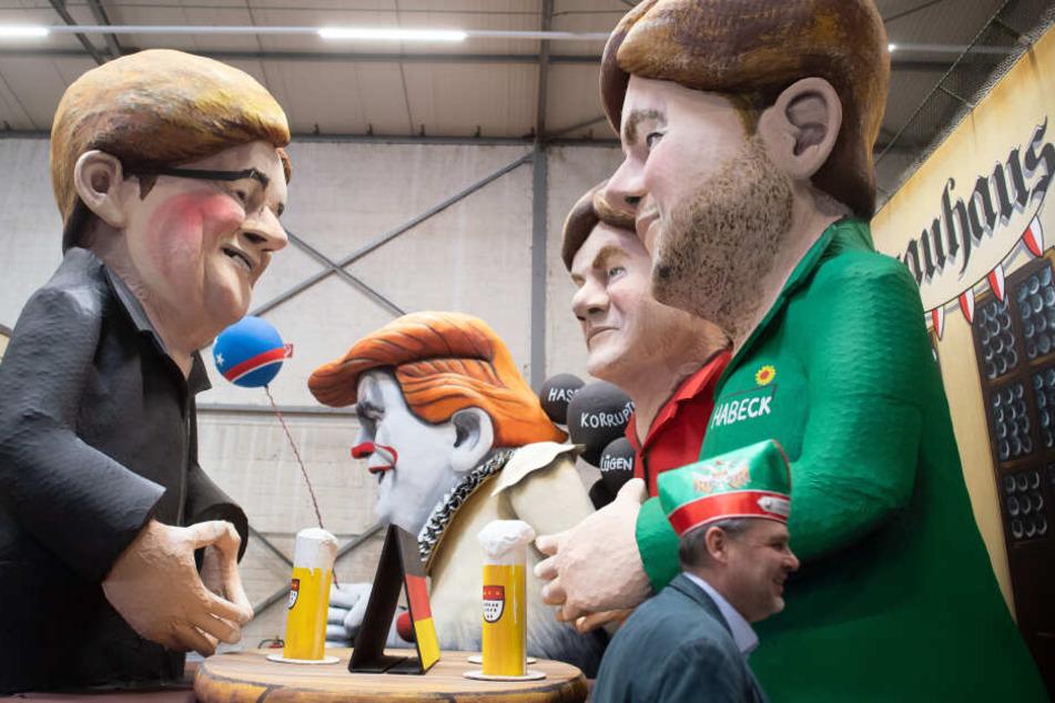 Ein Karnevalswagen mit den Pappfiguren von Armin Laschet (CDU, l), Robert Habeck (Bundnis90/Die Grünen, r) und Olav Scholz (SPD, M) vorbei, die um das Kanzleramt verhandeln.