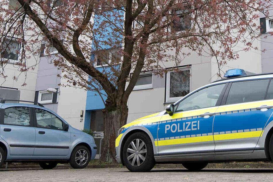 Die Polizei hat angewiesen, alle Autos aus dem Sperr-Bereich zu entfernen.