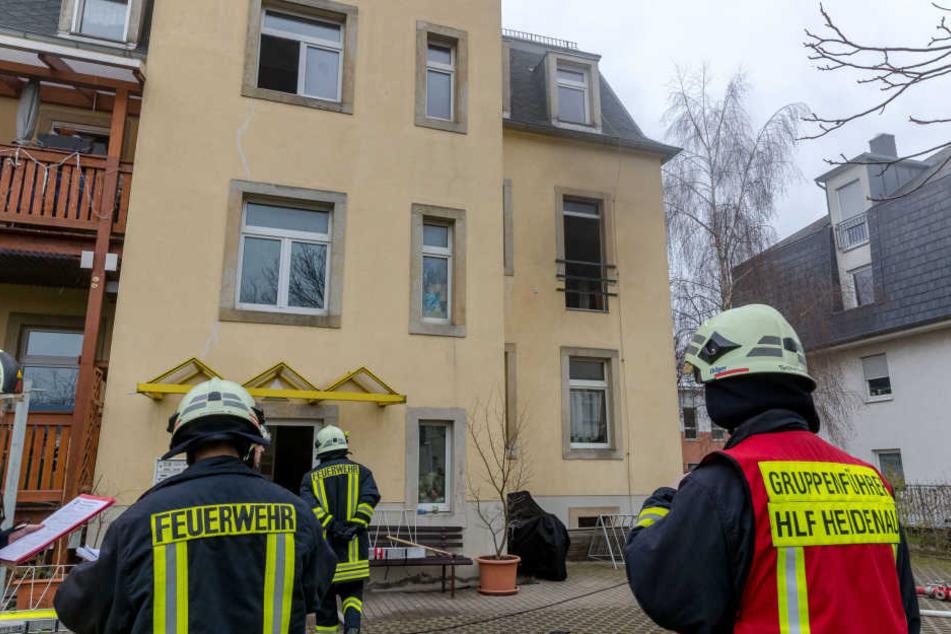 Etwa 20 Kameraden der Feuerwehr löschten den Küchenbrand.