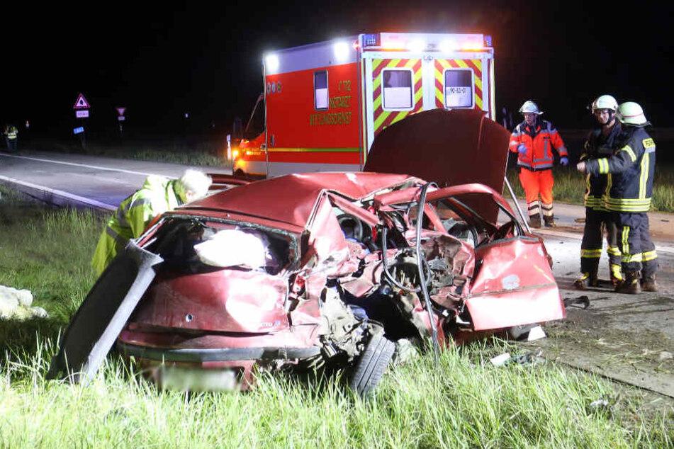 Der Fiat wurde bei dem Unfall stark zusammengedrückt.