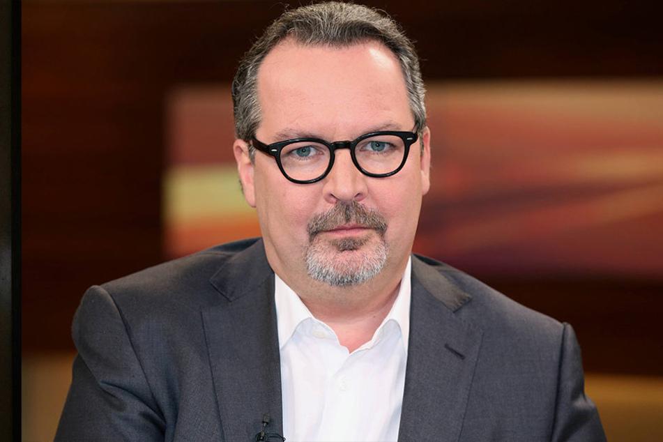 Böhmermanns AnwaltChristian Schertz (50) kritisiert die Bundeskanzlerin öffentlich.