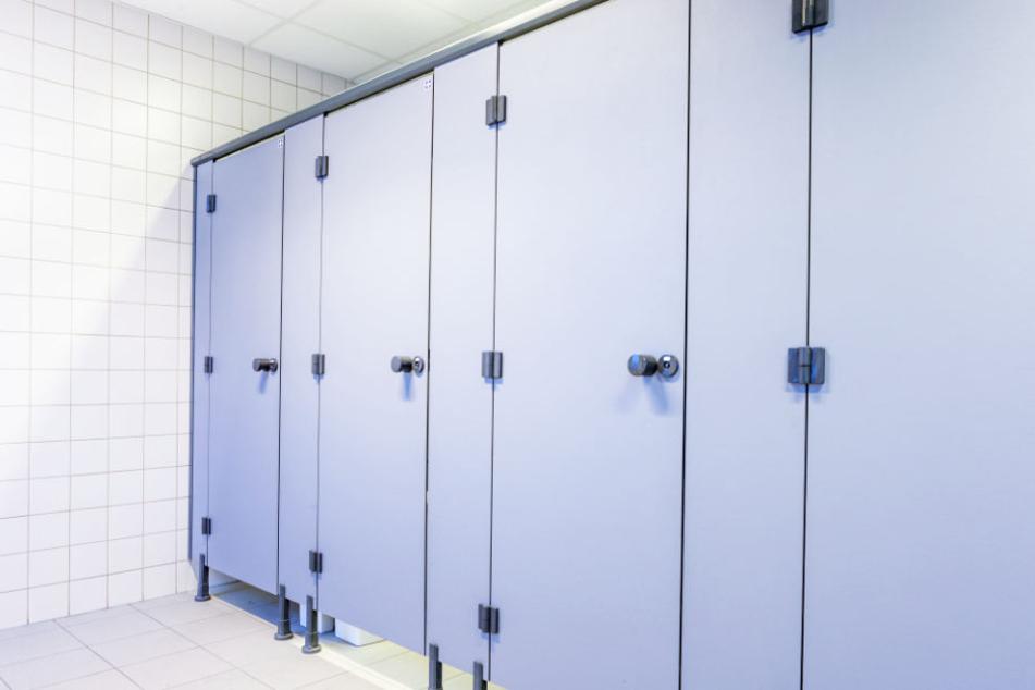Der Mann lag drei Tage tot in einer geschlossenen WC-Kabine (Symbolbild).