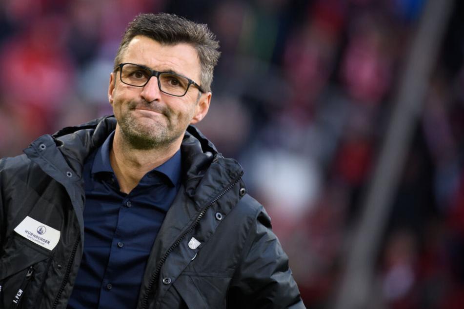Michael Köllner, Trainer des TSV 1860 München, rät angesichts der Angst vor einer Infektion mit dem neuartigen Coronavirus vor Körperkontakt ab.