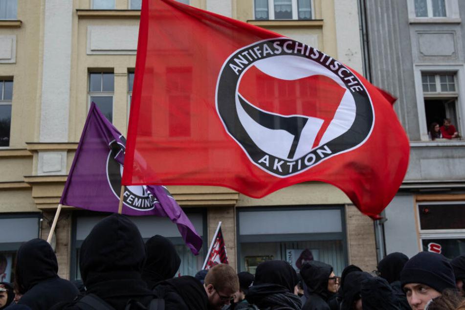 Linke (im Bild Antifa-Anhänger in Eisenach) und Rechte schaukeln sich hoch. (Archiv)
