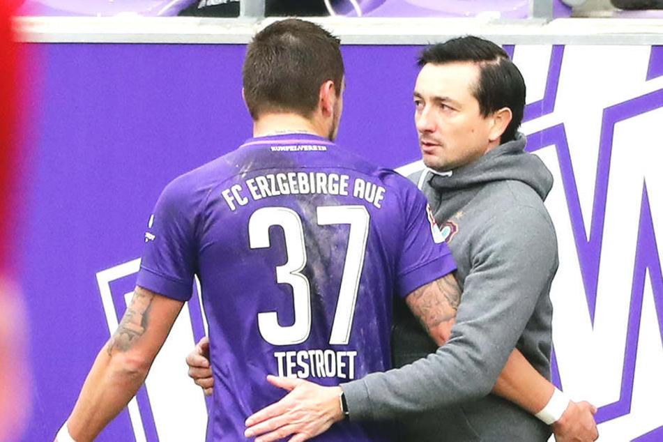 Ein Erfolgsduo in Aue: Trainer Daniel Meyer (r.) und Pascal Testroet.